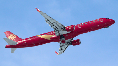 A picture of B8068 - Airbus A321211 - Juneyao Airlines - © King Wang