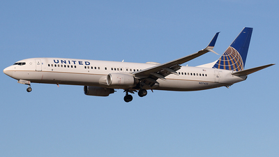 A picture of N37422 - Boeing 737924(ER) - United Airlines - © Joe Osciak