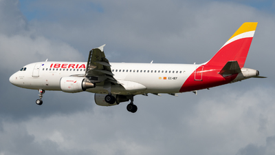 EC-IEF - Airbus A320-214 - Iberia