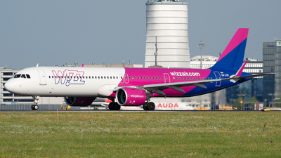 A picture of HALVX - Airbus A321271NX - Wizz Air - © Martin O.