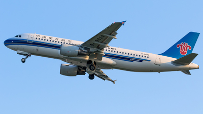 A picture of B9930 - Airbus A320214 - China Southern Airlines - © EK4822
