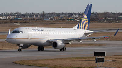 A picture of N858RW - Embraer E170SE - United Airlines - © Mike MacKinnon