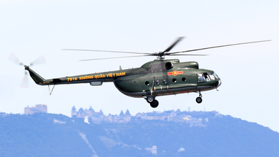 7816 - Mil Mi-8 Hip - Vietnam - Air Force