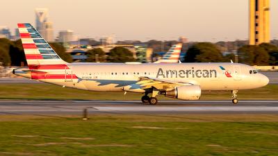 N114UW - Airbus A320-214 - American Airlines
