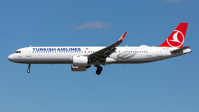 A picture of TCLSF - Airbus A321271NX - Turkish Airlines - © Paul Buchröder