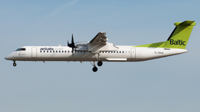 YL-BAQ - Bombardier Dash 8-Q402 - Air Baltic