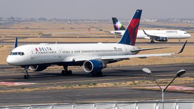 A picture of N696DL - Boeing 757232 - Delta Air Lines - © Juan Carlos Alvarez (MAS Aviation Press)
