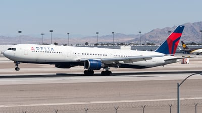 A picture of N829MH - Boeing 767432(ER) - Delta Air Lines - © bill wang