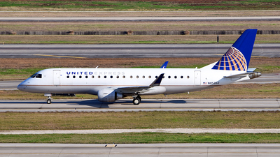 A picture of N85352 - Embraer E175LR - United Airlines - © Rocky Wang