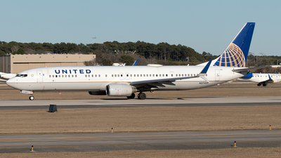 A picture of N57439 - Boeing 737924(ER) - United Airlines - © Yixin Chen