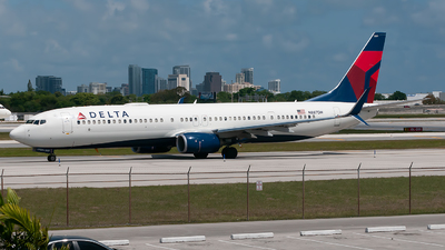 A picture of N887DN - Boeing 737932(ER) - Delta Air Lines - © Mark Lawrence