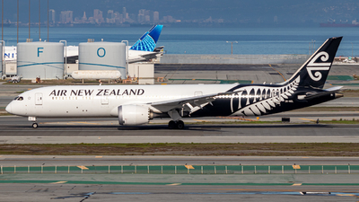 A picture of ZKNZL - Boeing 7879 Dreamliner - Air New Zealand - © Issac