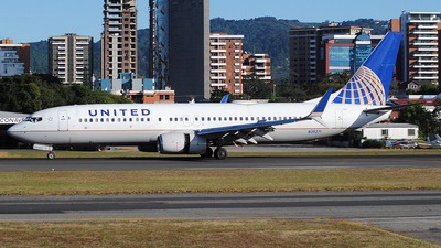 A picture of N35271 - Boeing 737824 - United Airlines - © Brian Boche