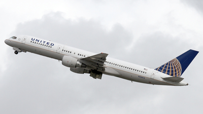 A picture of N524UA - Boeing 757222 - [24977] - © Stig Rokkones