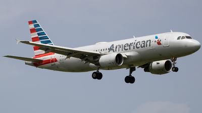 A picture of N125UW - Airbus A320214 - American Airlines - © Giovanni Segarra Ortiz