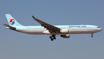 A picture of HL7702 - Airbus A330323 - Korean Air - © Wanping Chen