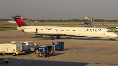 N915DL - McDonnell Douglas MD-88 - Delta Air Lines