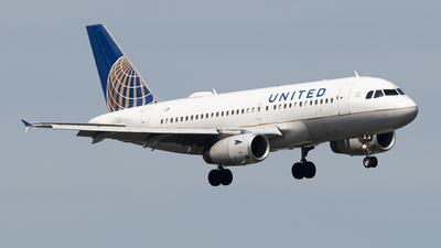 A picture of N824UA - Airbus A319131 - United Airlines - © Andrew Mauro