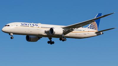 A picture of N35953 - Boeing 7879 Dreamliner - United Airlines - © walker2000