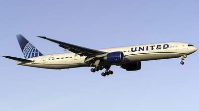 A picture of N2352U - Boeing 777300(ER) - United Airlines - © Murt | VariableCraft