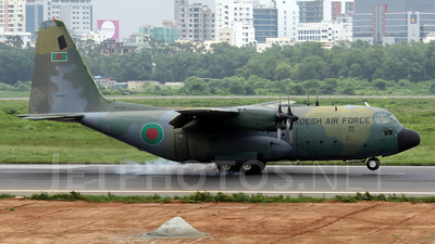 59-1537 - Lockheed C-130B Hercules - Bangladesh - Air Force