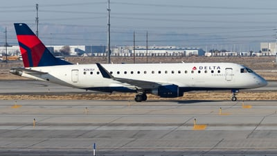A picture of N261SY - Embraer E175LR - Delta Air Lines - © David Lee