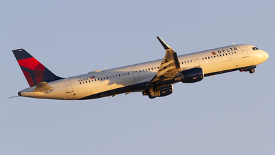 A picture of N349DX - Airbus A321211 - Delta Air Lines - © Jeremy D. Dando
