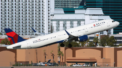 A picture of N345DN - Airbus A321211 - Delta Air Lines - © Angel Natal