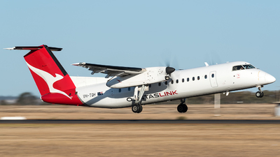 A picture of VHTQH - De Havilland Canada Dash 8300 - QantasLink - © Jayden Laing