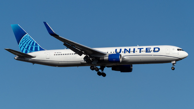 A picture of N671UA - Boeing 767322(ER) - United Airlines - © Eric Dunetz-SpotJFK