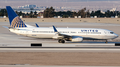 A picture of N12238 - Boeing 737824 - United Airlines - © Alejandro Hndez