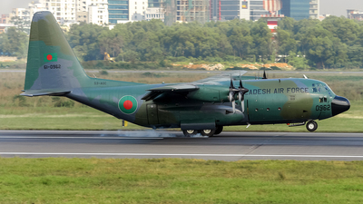 61-0962 - Lockheed C-130B Hercules - Bangladesh - Air Force
