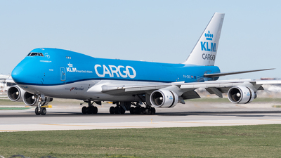 A picture of PHCKC - Boeing 747406F(ER) - KLM - © bill wang
