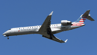 A picture of N537EA - Mitsubishi CRJ702ER - American Airlines - © DJ Reed - OPShots Photo Team