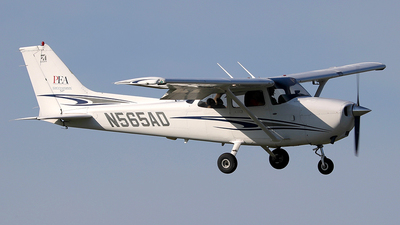 A picture of N565AD - Cessna 172S Skyhawk SP - [172S9991] - © Eric Page Lu