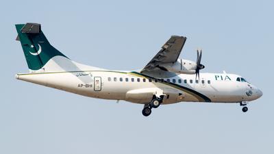 A picture of APBHI - ATR 42500 - Pakistan International Airlines - © Hamza A. Mughal