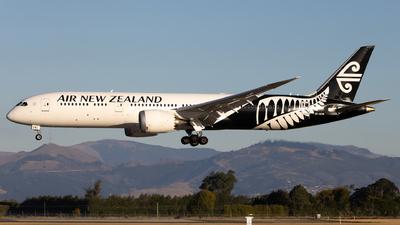 A picture of ZKNZM - Boeing 7879 Dreamliner - Air New Zealand - © Cameron Matthews