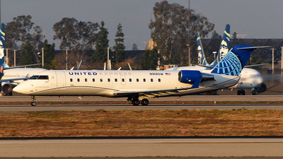 A picture of N919SW - Mitsubishi CRJ200LR - United Airlines - © Rocky Wang
