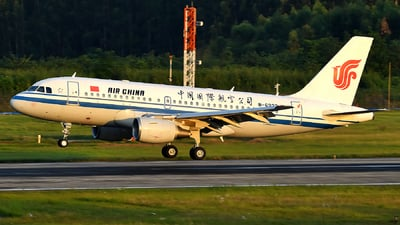 A picture of B6223 - Airbus A319115 - Air China - © dxtrx