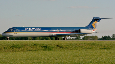 N803ME - McDonnell Douglas MD-81 - Midwest Airlines