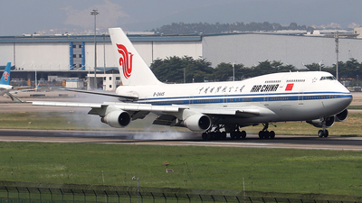 A picture of B2445 - Boeing 7474J6 - Air China - © Samuel Pan