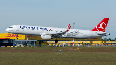 A picture of TCJTR - Airbus A321231 - Turkish Airlines - © srmark