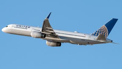 N17139 - Boeing 757-224 - United Airlines