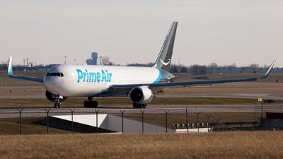 A picture of N367AZ - Boeing 767319(ER)(BDSF) - [26912] - © steve