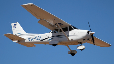 VH-USL - Cessna 172S Skyhawk SP - University of South Australia