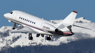A picture of CSDFG - Dassault Falcon 2000 - NetJets - © Mathias Moeri