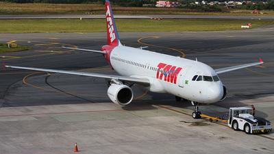 PR-MHM - Airbus A320-214 - TAM Linhas Aéreas