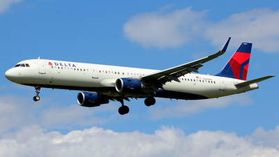 A picture of N305DN - Airbus A321211 - Delta Air Lines - © Chrisjake