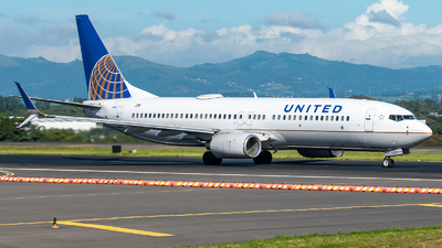 N14240 - Boeing 737-824 - United Airlines