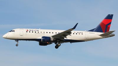 A picture of N615CZ - Embraer E175LR - [17000207] - © Francisco Muro